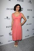 LOS ANGELES - 28 de FEB: Morena Baccarin llega a Bazar celebra el lanzamiento de la D de Harper