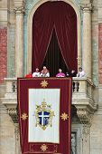 VATICAN - APRIL 19: Pope Benedict XVI (Joseph Ratzinger) on the balcony of Saint Peter's Basilica af