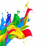 Pintura colorida Splash aislada sobre fondo blanco. Resumen de color salpicaduras. Spl pintura multicolor