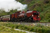 Tren de vapor en Snowdonia, Gales