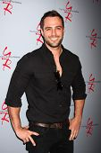 LOS ANGELES - 27 de fev: Marco Dapper no Hot New Faces dos jovens e o evento de imprensa inquieto um