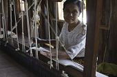 Myanmar Hand-loom Woman.the Padaung People Are One Of The Many Minority Tribes In Myanmar. Padaung W