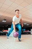 picture of bowling ball  - He is a winner - JPG