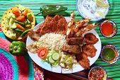 Постер, плакат: Ассорти из морепродуктов на гриле в Мексике Текила Чили