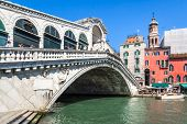 An image of the beautiful Rialto bridge in Venice Italy