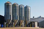 Silos de armazenagem de grãos