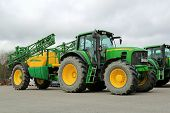 John Deere 7530 Agricultural Tractor And 732i Trailed Sprayer