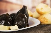 Figs with honey and cheese ecuadorian dessert higos con queso