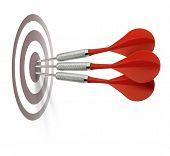 Tres dardos rojas alcanzar objetivo