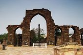 picture of qutub minar  - Arcade in front of a pillar - JPG