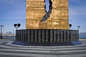 Tear Drop Memorial nomes