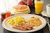 Wurst, Ei und Pfannkuchen Frühstück