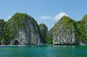 Постер, плакат: Floating Village In Vietnam Halong Bay