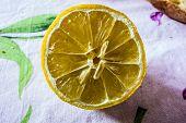 Halven Lemon