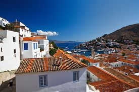 pic of hydra  - View of port of Hydra from the streets of the town - JPG