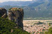 Mosteiro de Meteora e a cidade de Kalambaka