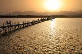 Puesta de sol sobre el mar rojo - Egipto