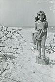 Постер, плакат: Винтаж Фото девушки на пляже пятидесятых