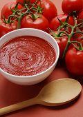 牛仔奶油番茄。奶油的西红柿酱。