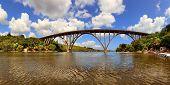 El gran puente sobre el río, Cuba