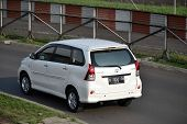 white colored toyota avanza