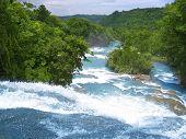 Wasserfälle von Agua Azul Blau Wasser Fluss in Chiapas-Mexiko