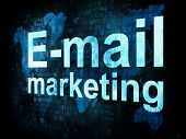 Concepto de marketing: pixelado palabras Email marketing digital SC