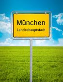 An image of the city sign of Munich