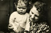 GERMANY, DECEMBER 25, 1938: Mother with a little daughter