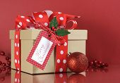 Natural Modern Trend Christmas Gift Wrapping With Brown Kraft Gift Box And Red And White Polka Dot