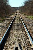eine lange gerade Bahngleis