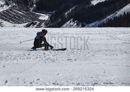 Style Carving A Male Skier