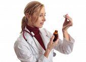 Doctor Naturapath con cuentagotas y botella
