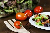 image of chicory  - Mixed salad with red chicory and tomato - JPG