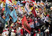 Militant groups storm towards Malacanang Palace on Human Rights Day
