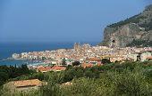 Vista de la Cefalu. Cefalu es un delicioso histórico y ciudad turística en la zona de Palermo. Sicilia