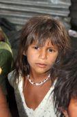 Chica en la pobreza