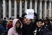 Holding up a number for group in Foley Square