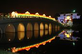 Singapore : Chinese Garden : Bridge Light Up